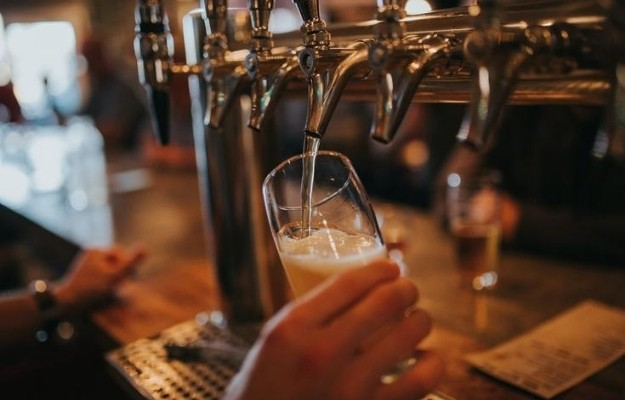 Pouring craft beer from a tap into a glass tumbler at a local brewery | Northern Arizona Breweries | The Top 10 Arizona Breweries To Visit